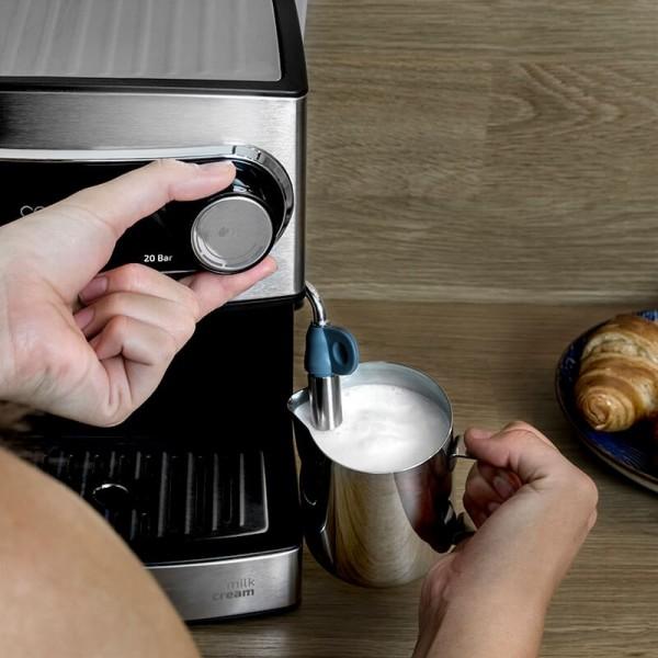 Power Espresso 20. Cafetera express para espresso y cappuccino con vaporizador. Presión de 20 bares y 850 W de potencia. Acabados en acero inoxidable y depósito de 1,5 litros. Apta para café molido y monodosis ESE.
