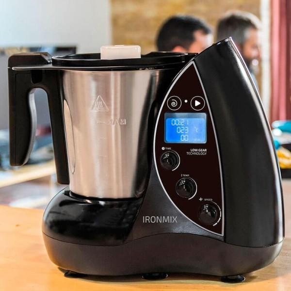 Ironmix. Robot de cocina de 3,3 litros y hasta 22 funciones. 12 velocidades, temperatura hasta 120ºC y temporizador hasta 60 minutos. Incluye vaporera, múltiples accesorios y recetario.